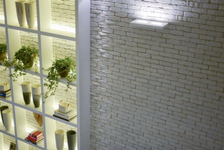 Guaraúna Revestimentos Modern corridor, hallway & stairs