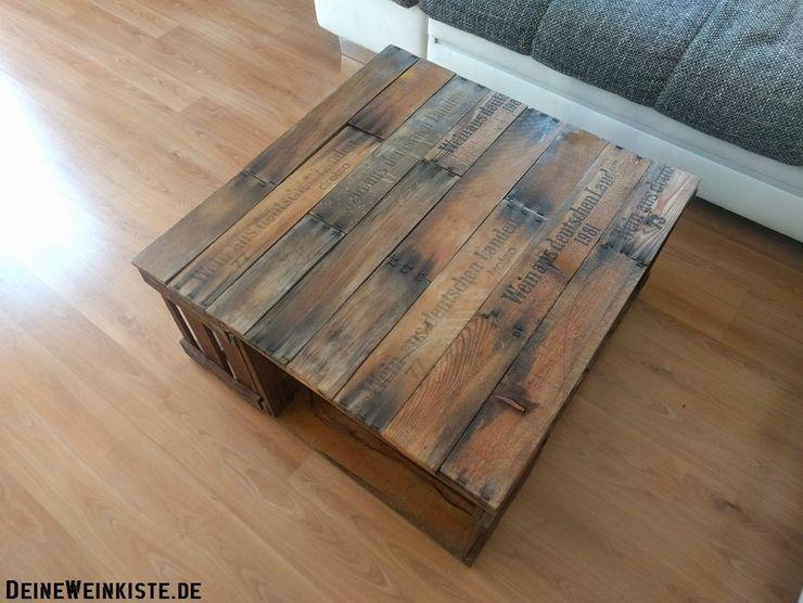 Weinkisten-Couchtisch mit Weinkistenlatten als Tischplatte homify WohnzimmerCouch- und Beistelltische Holz