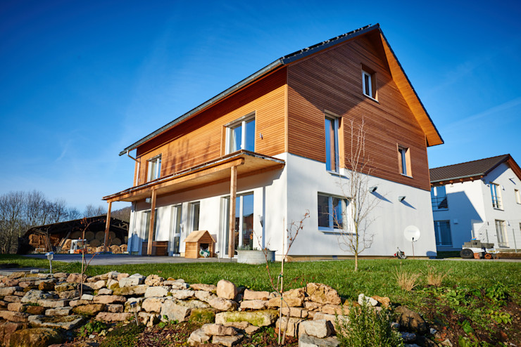 PassivHausPartschefeld Modern houses Solid Wood