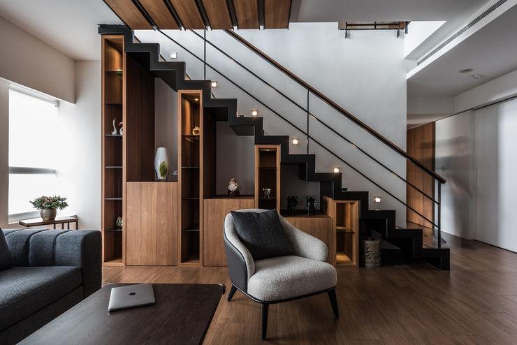 凌雲景觀樓中樓 紫硯空間設計 现代客厅設計點子、靈感 & 圖片