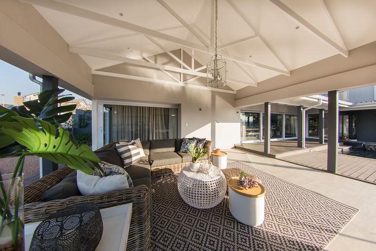 Spegash Interiors Country style balcony, veranda & terrace