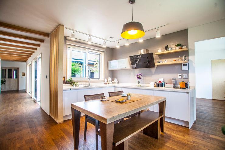 건축스튜디오 사람 現代廚房設計點子、靈感&圖片