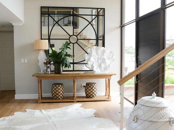 Studio Mitchell Pasillos, vestíbulos y escaleras de estilo clásico