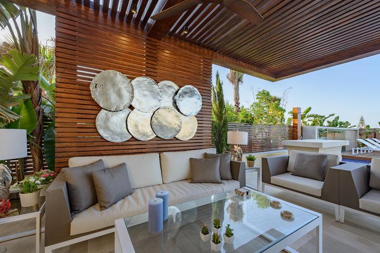 North Coast Villa Hossam Nabil - Architects & Designers Moderner Balkon, Veranda & Terrasse