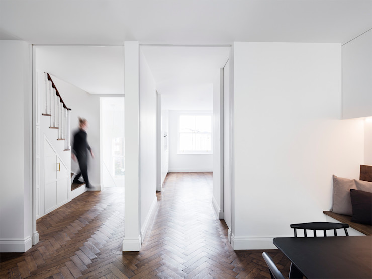Landing and circulation area Brosh Architects Modern Corridor, Hallway and Staircase Wood Brown