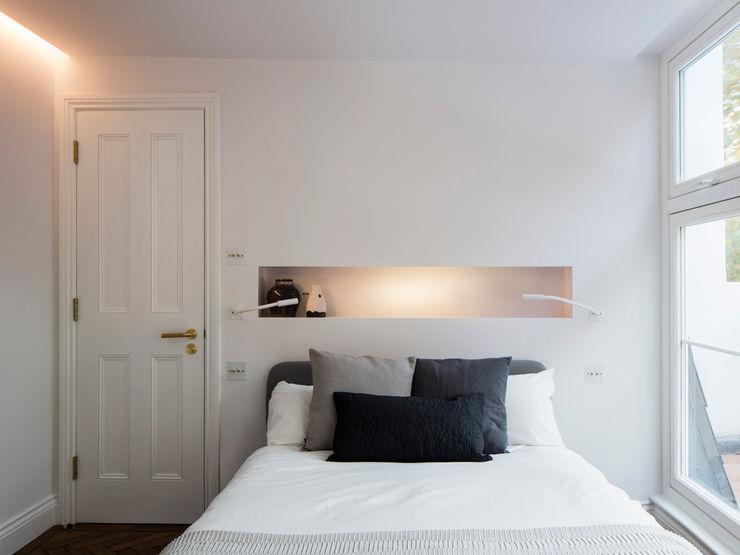 Master bedroom Brosh Architects Modern Bedroom White