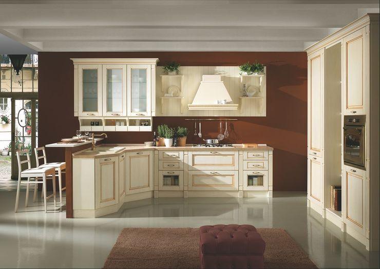 cucina laccata decape' Linea arredamenti di Mandis Alberto e Co Negozi & Locali commerciali in stile classico Legno massello Beige