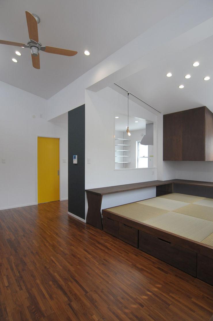 hacototo design room Ruang Keluarga Modern Kayu Multicolored