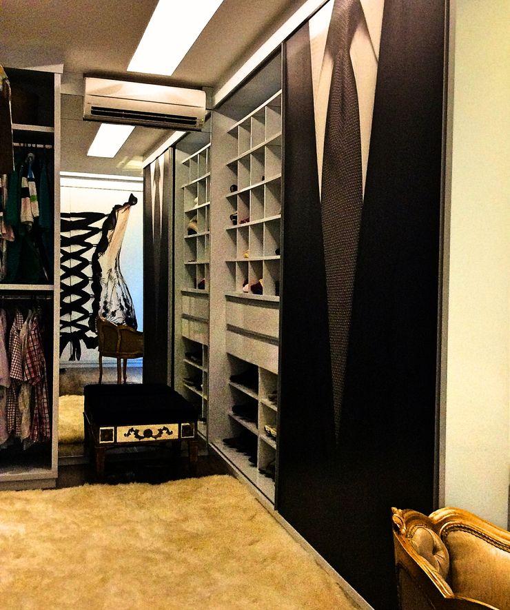 STUDIO AGUIAR E DINIS Modern dressing room