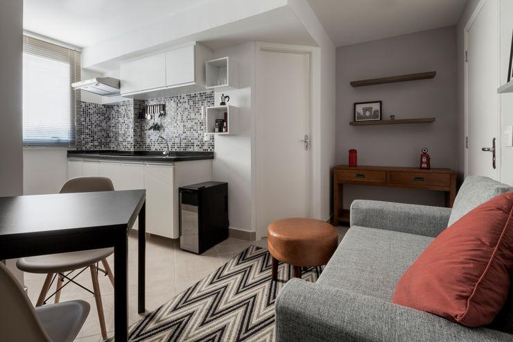 Cozinha Integrada com Sala de Estar e Hall de entrada - Ambientes Modernos e Contemporâneos Decoradoria Cozinhas embutidas Azulejo Branco