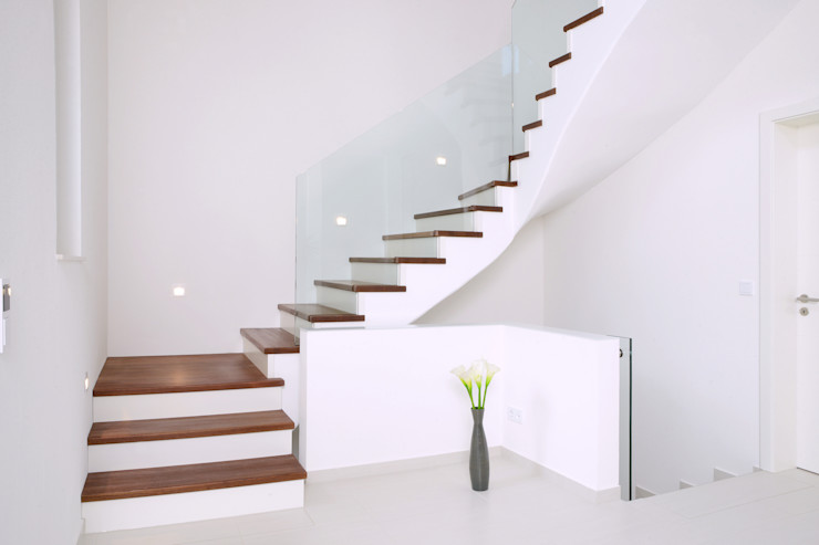 homify Stairs Solid Wood