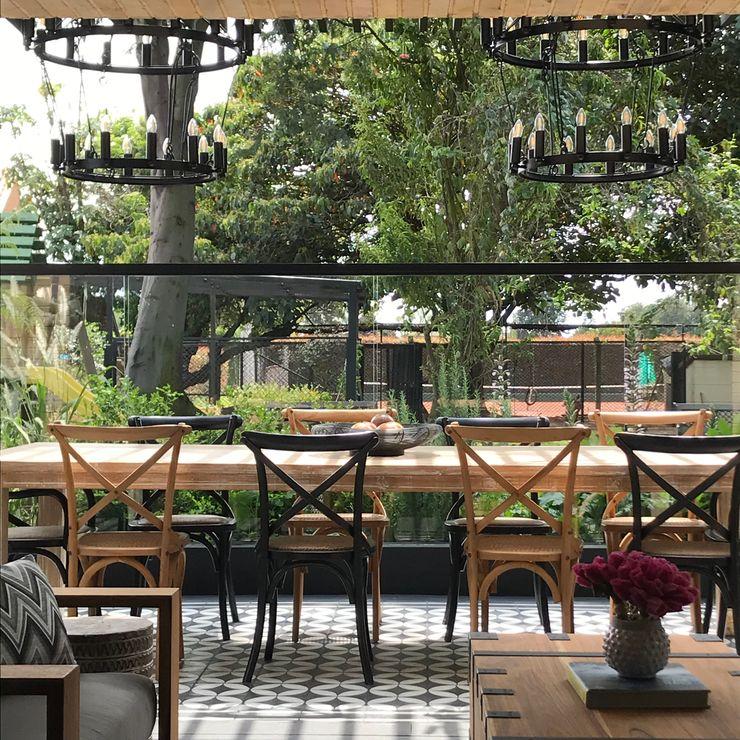 comedor de terraza Ecologik Balcones y terrazas de estilo ecléctico Negro