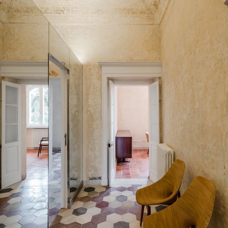 Palazzetto Ottocentesco, Sassari Officina29_ARCHITETTI Ingresso, Corridoio & Scale in stile classico