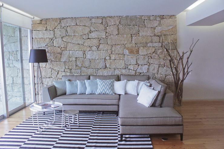 Living room Tangerinas e Pêssegos - Design de Interiores & Decoração no Porto Moderne Wohnzimmer Granit Beige