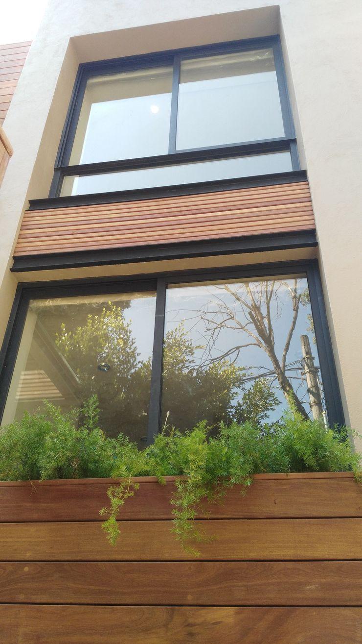fachada trasera Onice Pisos y Decoracion Casas estilo moderno: ideas, arquitectura e imágenes Compuestos de madera y plástico