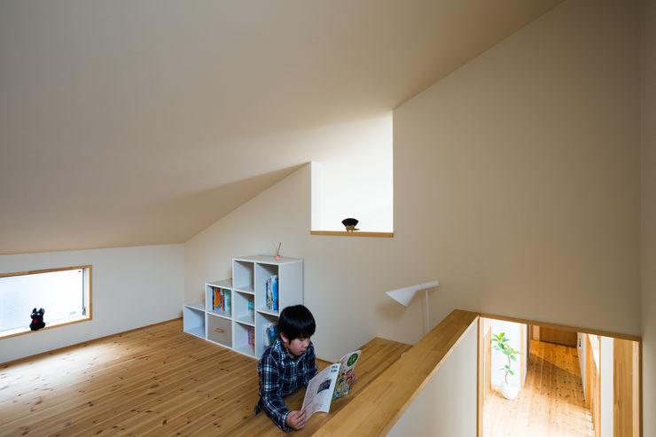 石川町の住居兼クリーニング店 木名瀬佳世建築研究室 子供部屋 木 白色