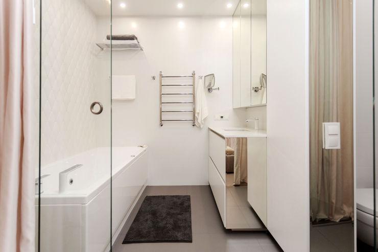 Mirrors mlynchyk interiors Ванная комната в стиле минимализм Белый