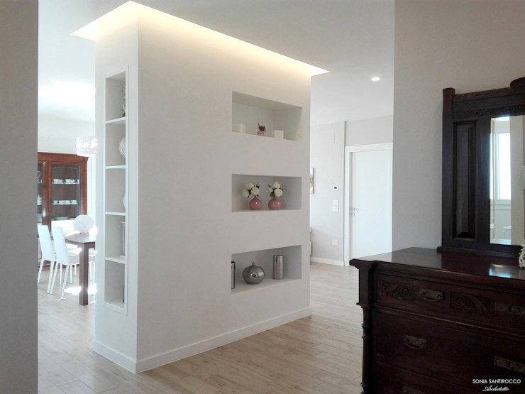 Sonia Santirocco architetto e home stager Modern Corridor, Hallway and Staircase