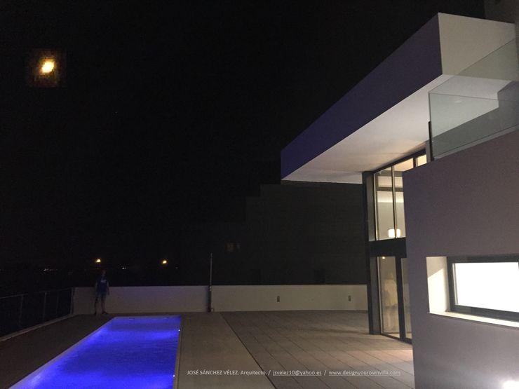 Vivienda moderna en la noche, con perspectiva limitada. DYOV STUDIO Arquitectura, Concepto Passivhaus Mediterraneo 653 77 38 06 Casas unifamilares Blanco