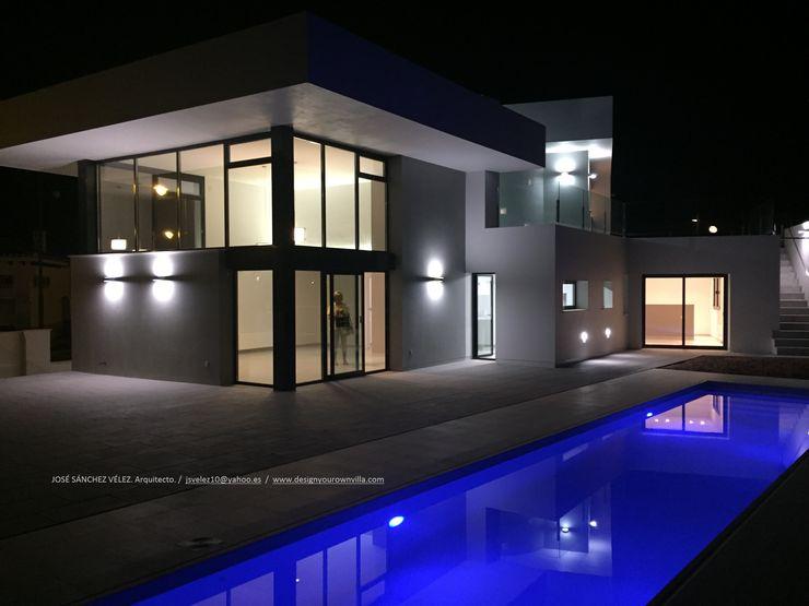 Vivienda moderna rica en contrastes. DYOV STUDIO Arquitectura, Concepto Passivhaus Mediterraneo 653 77 38 06 Piscinas de jardín Arenisca Blanco