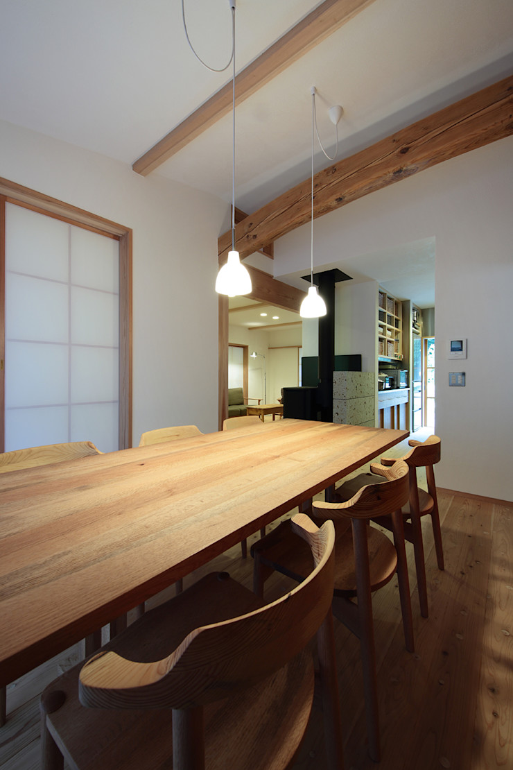 山道勉建築 Scandinavian style dining room Wood White