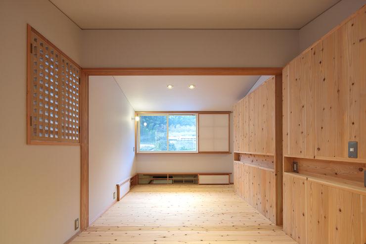 山道勉建築 Nursery/kid's room Wood White