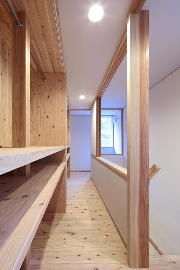 山道勉建築 Scandinavian style windows & doors Wood White