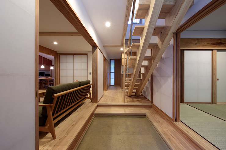 山道勉建築 Scandinavian style corridor, hallway& stairs Wood White