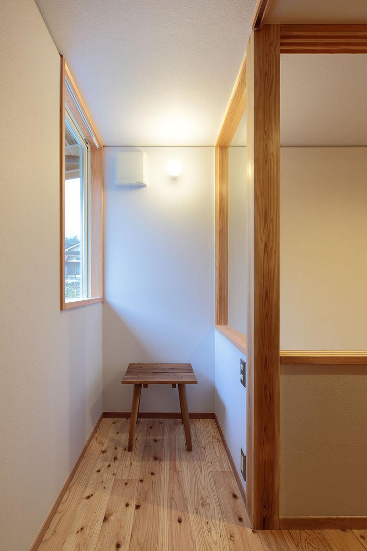 山道勉建築 Scandinavian style dressing room Wood White