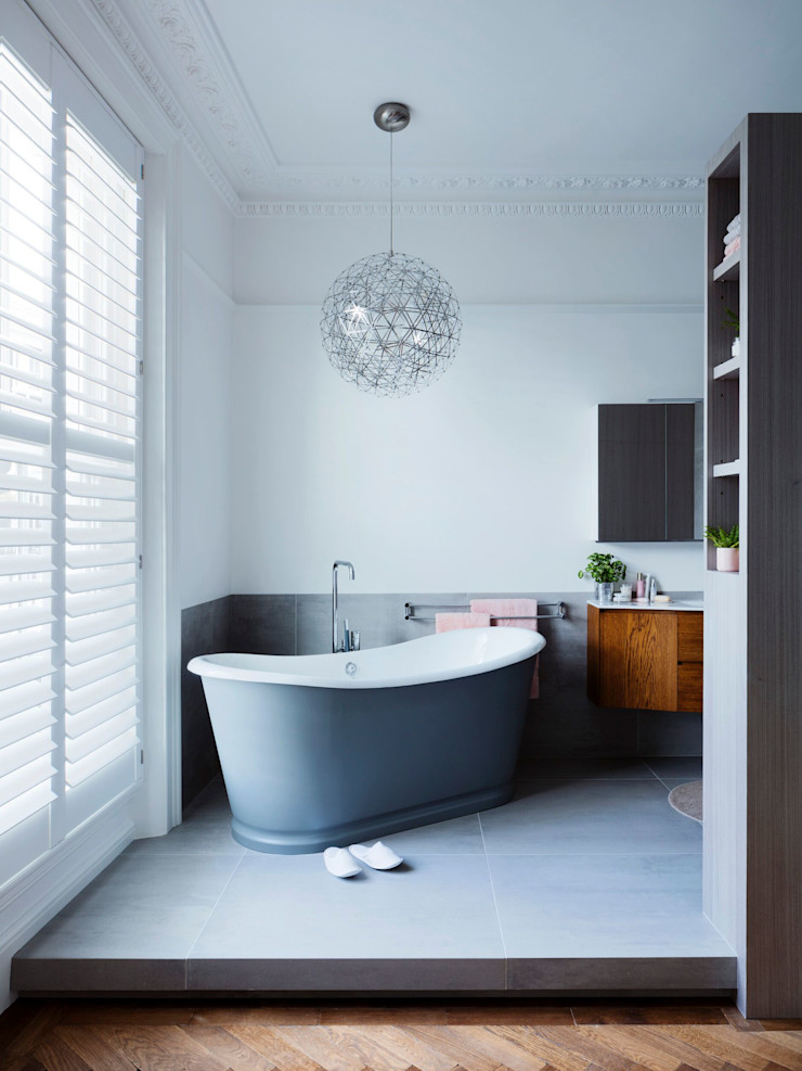 Master bathroom - lights off Brosh Architects Modern Bathroom