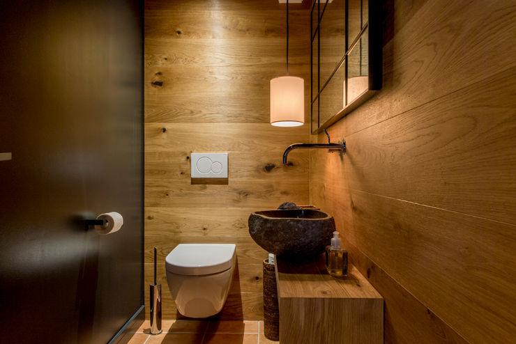 Gäste WC Ohlde Interior Design Industrialer Flur, Diele & Treppenhaus Schwarz
