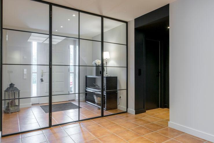 industrielles Trennwandelement Ohlde Interior Design Industrialer Flur, Diele & Treppenhaus Beige