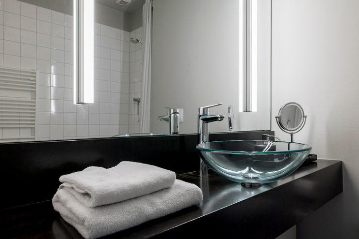 Duschbad einer Gästewohnung Ohlde Interior Design Klassische Badezimmer Grau