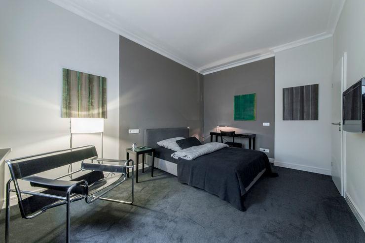 Schlaf- und Wohnbereich Ohlde Interior Design Klassische Schlafzimmer Grau