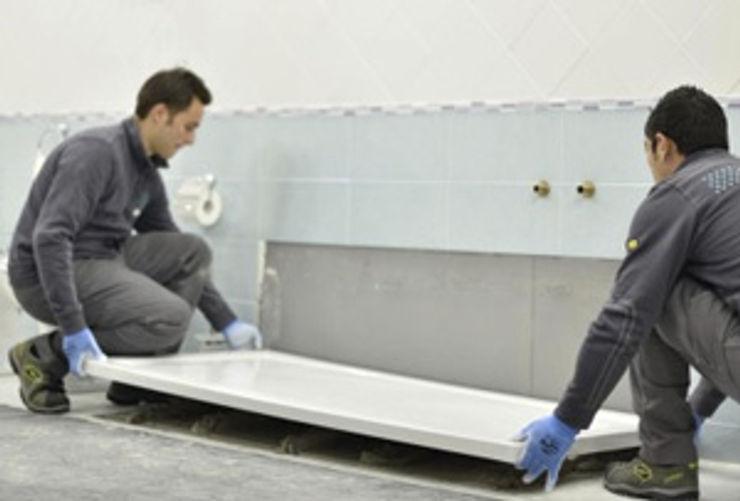 Trasformazione vasca in box doccia digitallsolutions Bagno moderno Ceramica Bianco