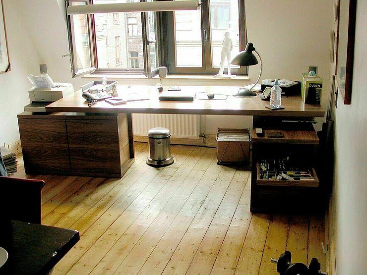 Autorenbüro, Köln schüller.innenarchitektur ArbeitszimmerSchreibtische Holz Braun