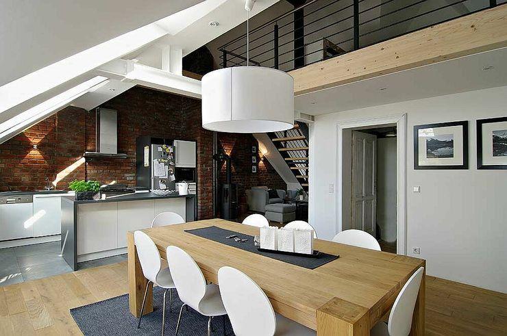 Essbereich und Küche schüller.innenarchitektur Moderne Esszimmer Holz Beige