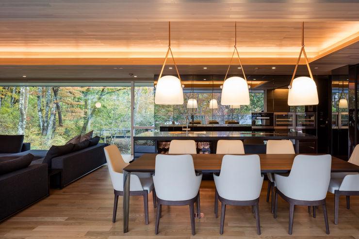 Mアーキテクツ|高級邸宅 豪邸 注文住宅 別荘建築 LUXURY HOUSES | M-architects Modern living room Concrete Wood effect