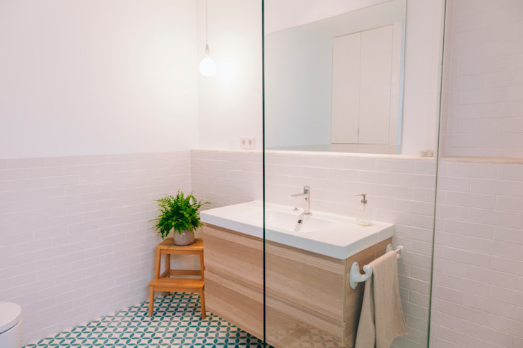 Baño Oslätt Baños de estilo minimalista
