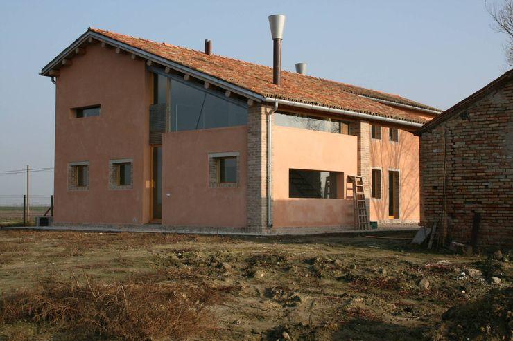 Lato Est Massimo Berto Architetto Casa di campagna Laterizio Arancio