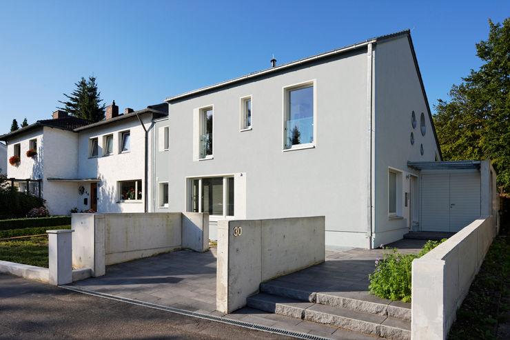 Ansicht von der Straße Grotegut Architekten Einfamilienhaus Grau