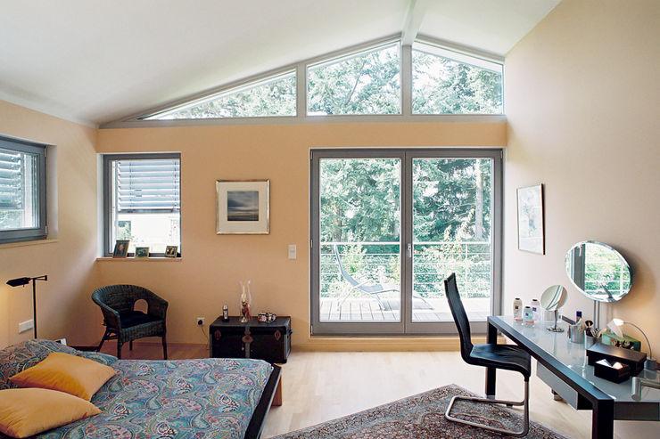 Helles Schlafzimmer mit Balkon Grotegut Architekten Moderne Schlafzimmer