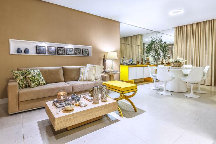 DUE Projetos e Design Salas de estar modernas Madeira Bege