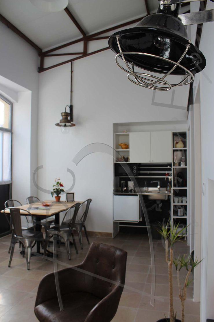 Réhabilitation d'un garage en maison secondaire ABC Design d'Espace Salle à manger industrielle