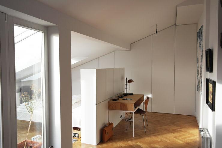 GANTZ - Raumteiler mit Stauraum GANTZ - Regale und Einbauschränke nach Maß SchlafzimmerBetten und Kopfteile Holzwerkstoff Weiß