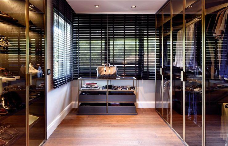 ABA HOUSE Esra Kazmirci Mimarlik Modern dressing room Iron/Steel Black