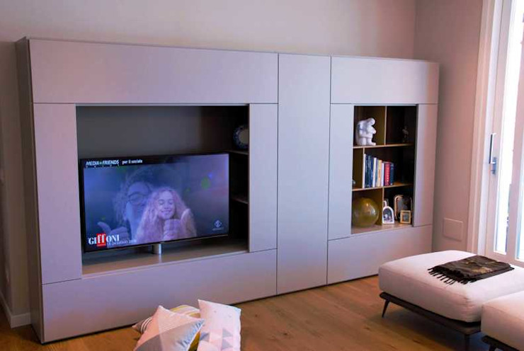 Riflessi di Design Studio Moltrasio - Zero4 SNC SoggiornoSupporti TV & Pareti Attrezzate Beige