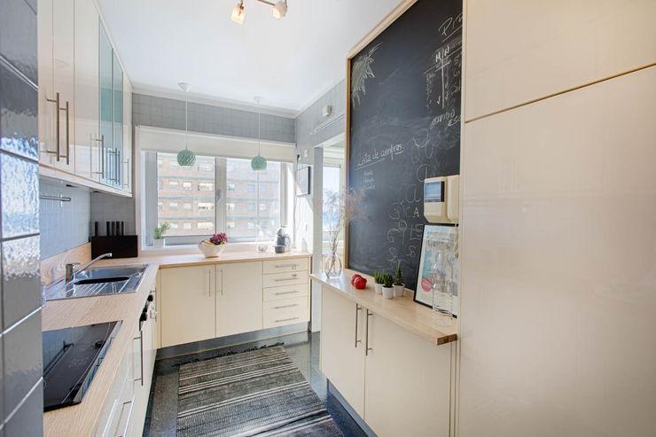 Apartamento Nórdico - T3 Condomínio Imoloc - MATOSINHOS ShiStudio Interior Design CozinhaArmários e estantes