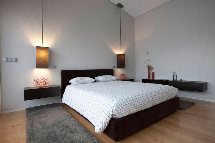 Quarto - Vivenda em Famalicão - SHI Studio Interior Design ShiStudio Interior Design QuartoCamas e cabeceiras