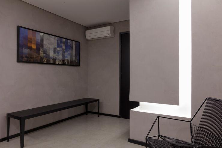 Sala de Espera Semíramis Alice Arquitetura & Design Edifícios comerciais modernos Concreto Cinza